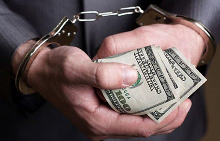 """У Запорізькій області затримали чиновника, який пропонував """"дах"""" від перевірок за 200 тис. грн."""