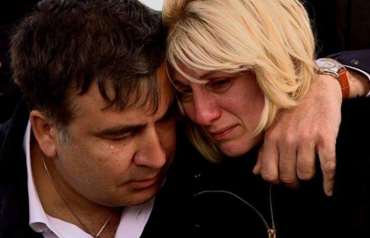 Як Саакашвілі плакав під час прощання з бійцем-грузином, який загинув на Донбасі (ФОТО)
