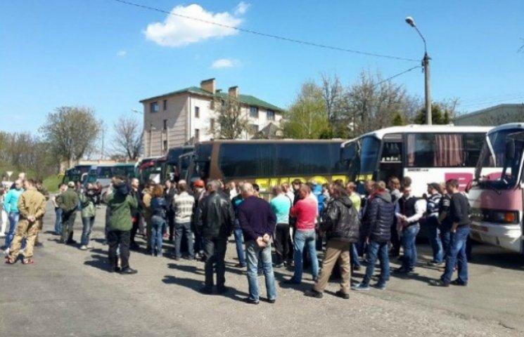 З Києва вивозять шахтарів, але вони обіцяють повернутися
