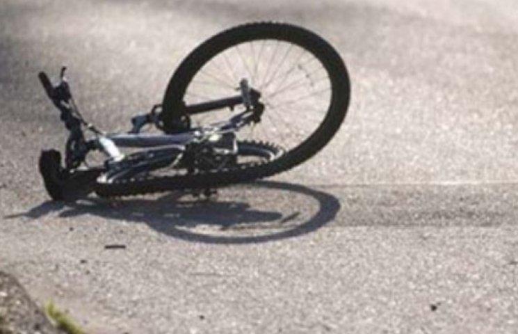 Страшна аварія на Закарпатті: водій насмерть збив двох велосипедисток і втік
