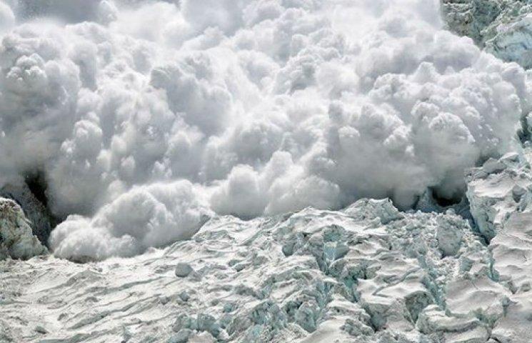 Закарпатців попередили про небезпеку сходження лавин