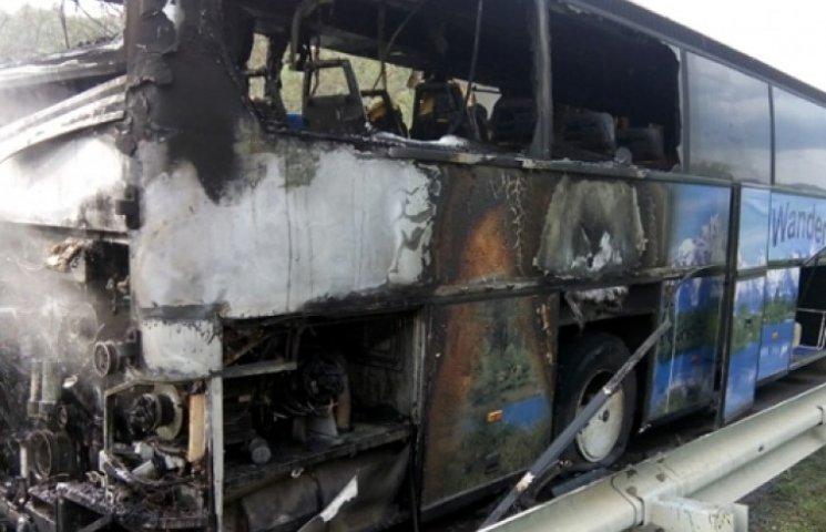 У Закарпатській області на ходу загорівся автобус з пасажирами (ФОТО, ВІДЕО)