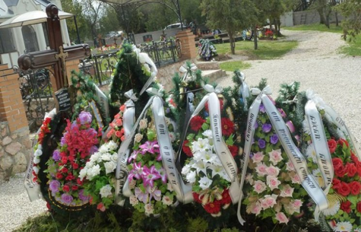 На могилі Януковича-молодшого нарешті з
