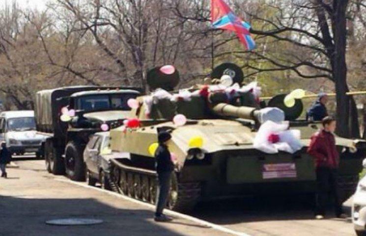 В окупованому Красному Лучі бойовики відгуляли весілля на танку (ФОТО)