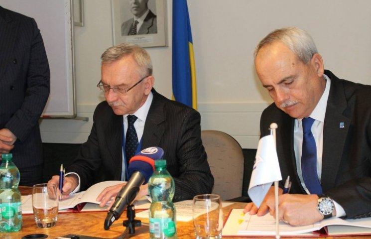 Україна і НАТО підписали угоду про співпрацю у сфері підтримки (ФОТО)