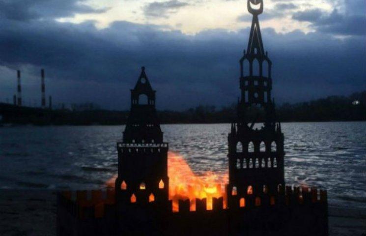 Киянин продає мангали у вигляді палаючого Кремля (ФОТО)
