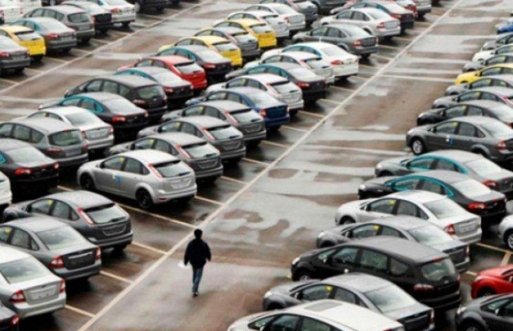 Закарпатці в шоці: з нового року заборонено імпорт машин, яким більше п