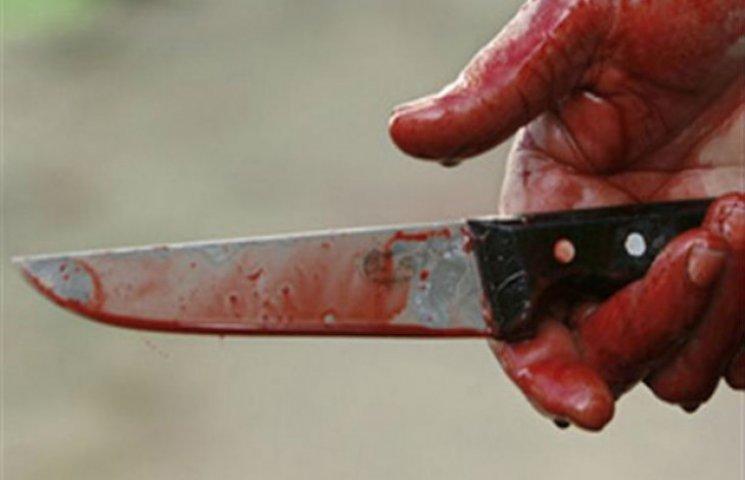 На Сумщині чоловік завдав собі шістнадцять ударів ножем перед тим, як померти на могилі дружини