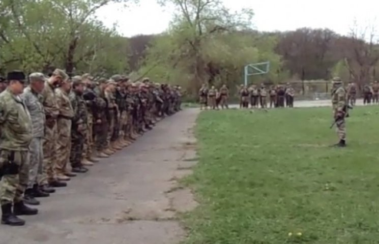 """Ярош знаходиться на заблокованій ЗСУ базі """"Правого сектору"""" із заступником Полторака"""