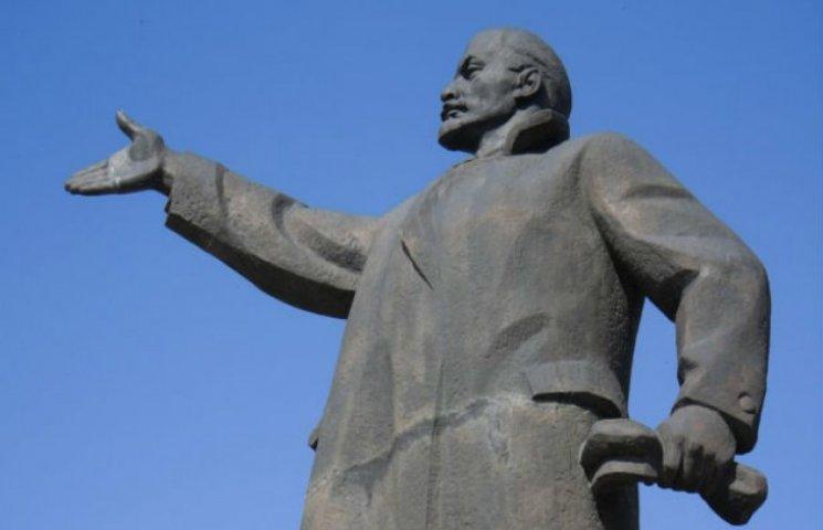 """""""Де Ленін? """": Сумські комуністи цікавляться, куди зникли 16 тонн бронзи, демонтованої торік"""