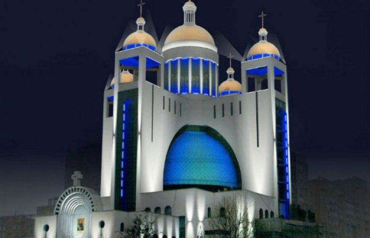 Через будівництво на Микільській Слобідці тріскається Патріарший собор (ФОТОФАКТ)
