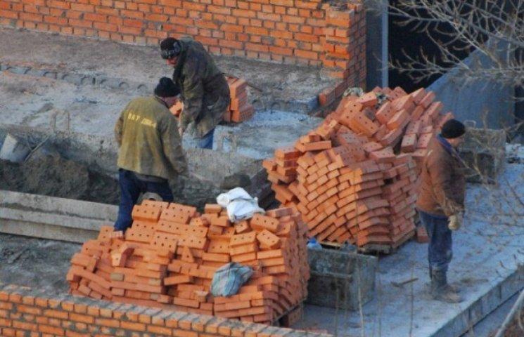 """В Ужгороді назріває черговий """"баттл"""": жителі проти забудовників (ВІДЕО)"""