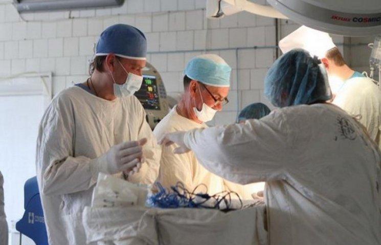 У лікарні ім. Мечнікова рятують життя трьом важкопораненим із зони АТО