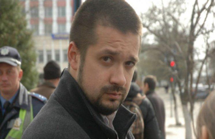 Депутата Салатенка викликають до прокуратури. Той, за традицією, бере з собою шини