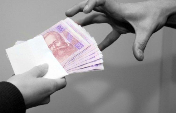 На Миколаївщині викладачці-хабарниці оголосили про підозру