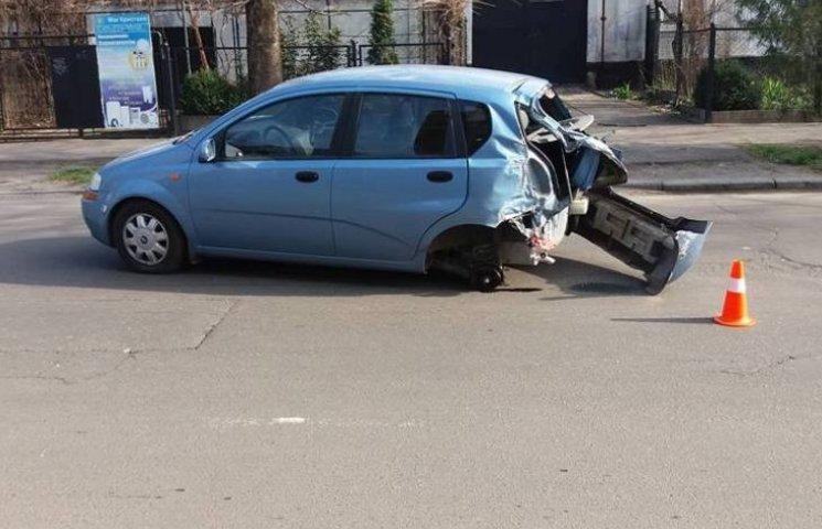 У Миколаєві автобус рятувальників підбив легковик