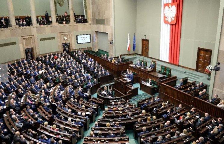 Сейм Польши принял изменения в закон о К…