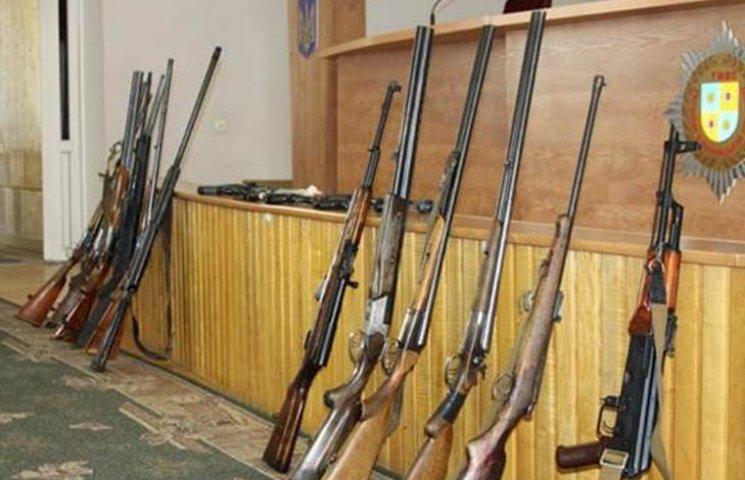 """Вінничани принесли в поліцію більше сотні """"стволів"""""""