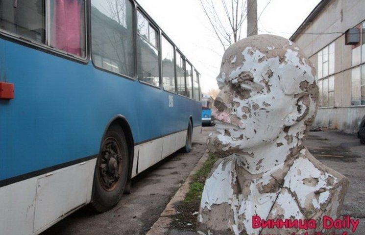 Обшарпаний Ленін сховався від декомунізації серед вінницьких тролейбусів