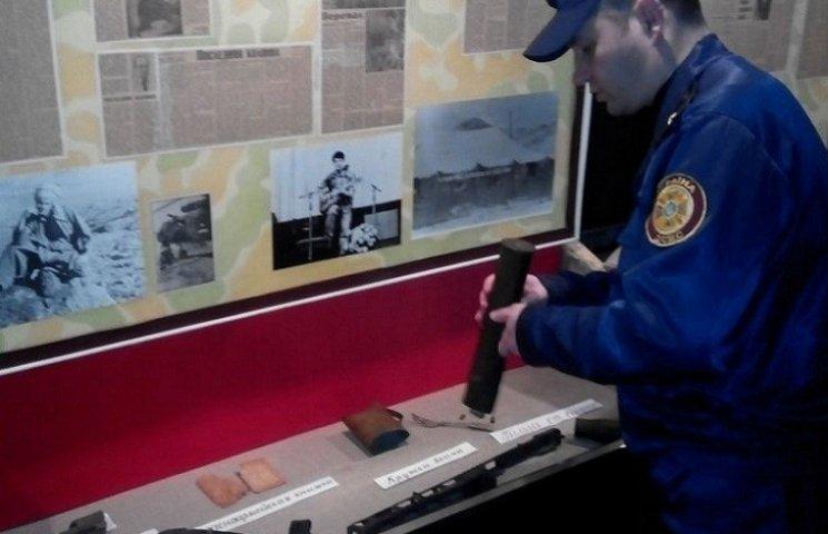 """На Запоріжжі рятувальники """"перетрясли"""" шкільні музеї в пошуках вибухівки"""