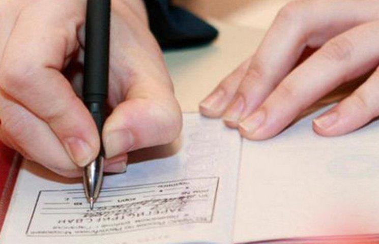 Міські та сільські ради отримали право прописувати вінничан