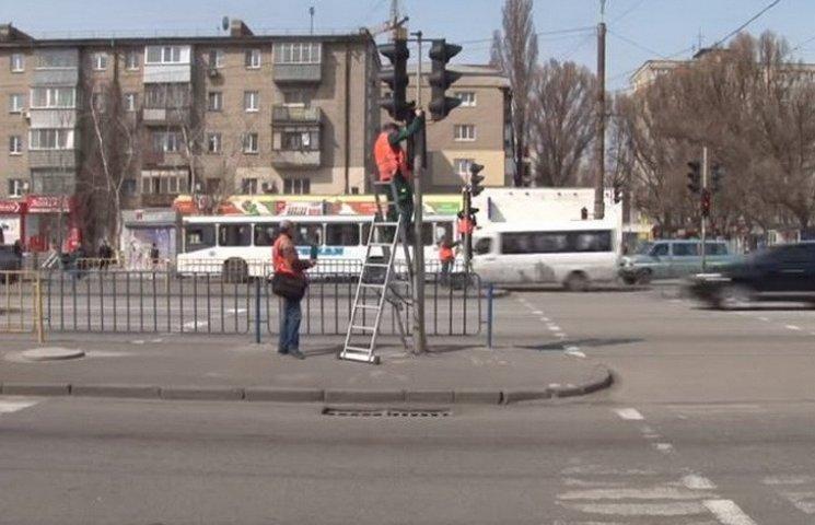 """У Дніпропетровську проходить """"декомунізація"""" світлофорів"""