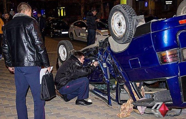 В центрі Миколаєва зіткнулися ВАЗ і Toyota