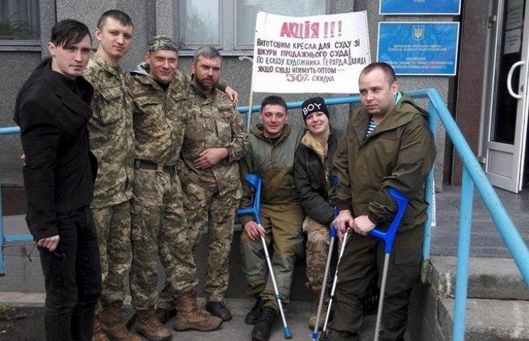 Поранені бійці влаштували мітинг перед судом з повернення дніпропетровського госпіталю