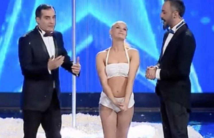 Украинка поразила сеть сногсшибательным исполнением эротического танца