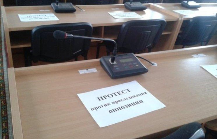 """У Миколаєві """"опоблоківці"""" намагаються зірвати сесію міськради"""