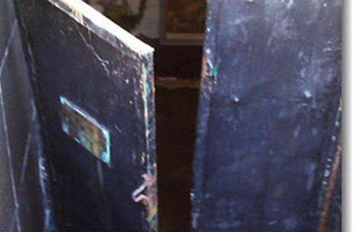 На Одещині виламали двері в склеп більшовика Котовського