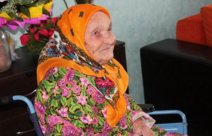 У Дніпродзержинську мати сімох дітей відсвяткувала 105-річний ювілей