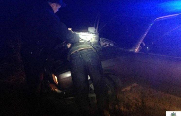 У Миколаєві озброєний гонщик на BMW намагався втекти від патрульних