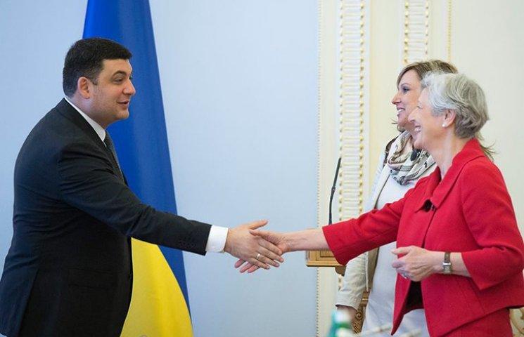 Гройсман: Выборов под обстрелами на Донбассе не будет