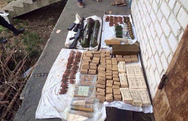 На Київщині знайшли великий арсенал зброї із АТО