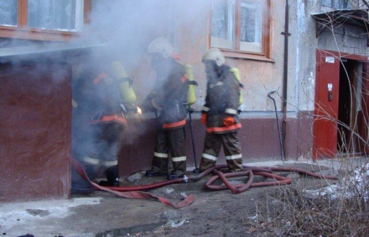 """У Миколаєві двоє чоловіків попали в """"пекельну"""" пастку в підвалі"""