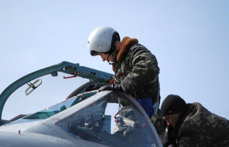 На Миколаївщині випускники-льотчики вперше опробували бойові літаки