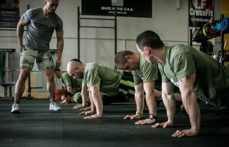 У Миколаєві стартував пілотний проект з підготовки інструкторів кроссфіт для військових
