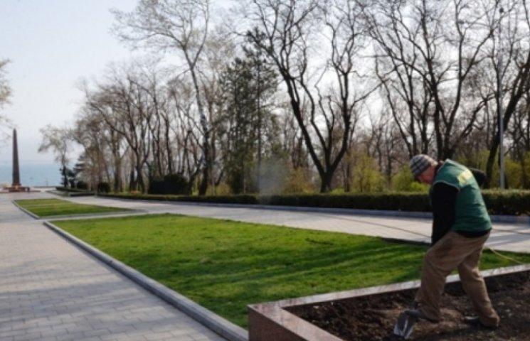 Алею Слави готують до урочистостей з нагоди Дня визволення Одеси (ФОТО)