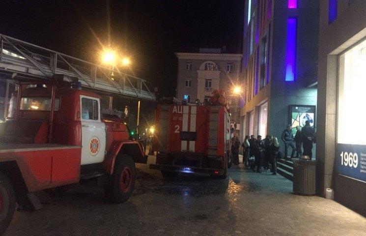 """Стало відомо, що горіло у """"приватівському"""" ТЦ """"Passage"""" у центрі Дніпропетровська"""