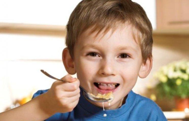 Миколаївські матусі показали, як нагодувати дітей за 6 гривень в школі