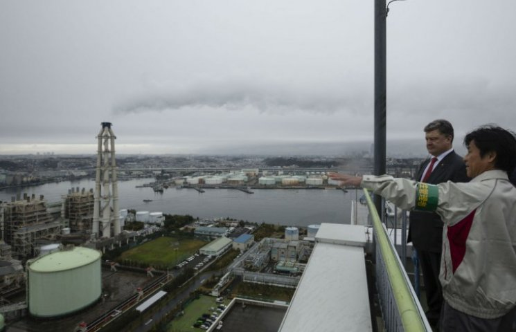 Порошенко просить японців допомогти Україні позбутися газової залежності від Росії