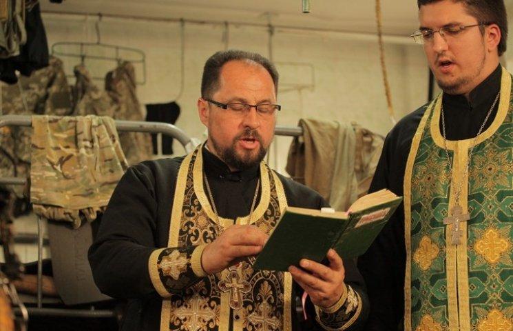 Служіння під обстрілами: Як вінницький священник підіймає бойовий дух в АТО