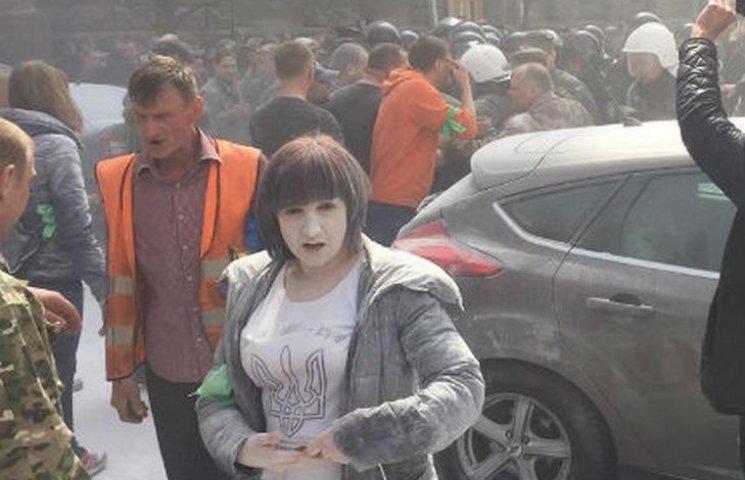 """Пікетувальники під АП вимагають звільнити СБУ від прихованих """"сепарів"""""""