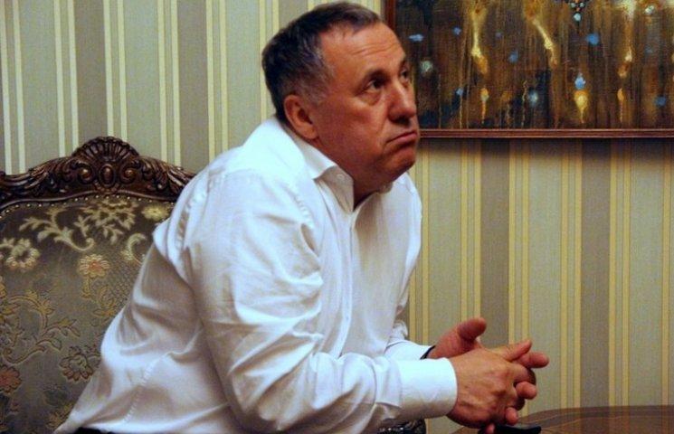 Скандальний одеський прокурор розказав, за які кошти живе його сім