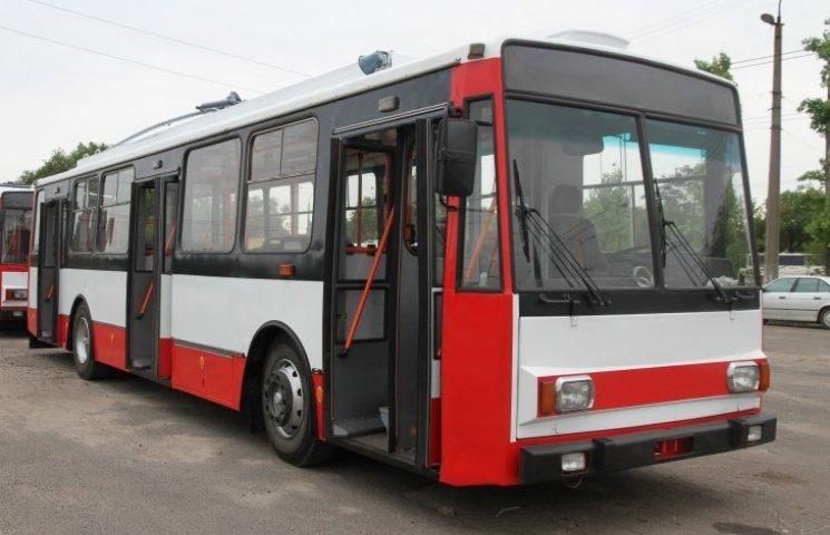 У Миколаєві пасажирка травмувалася через водія тролейбусу, який занадто різко загальмував