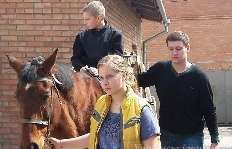 У Вінниці особливих дітей покатали на конях