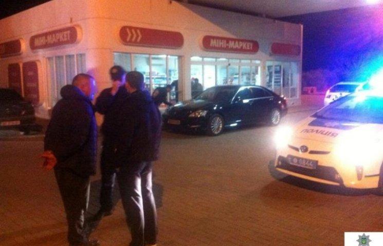 У Миколаєві пасажир авто-втікача накинувся на патрульних