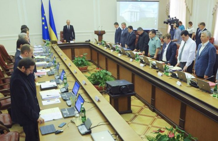 Яценюк і після відставки збирається контролювати уряд