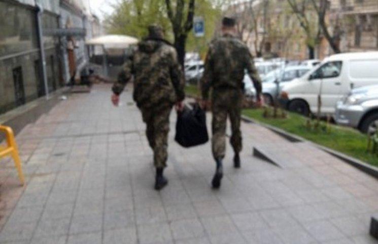 У Стоянова терміново вивозять документи з будівлі Одеської облпрокуратури
